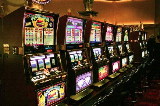 Коротаем время онлайн: динамичные игры на риск и деньги