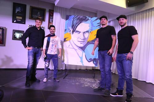 Как финалист шоу Україна має талант Усику подарок сделал