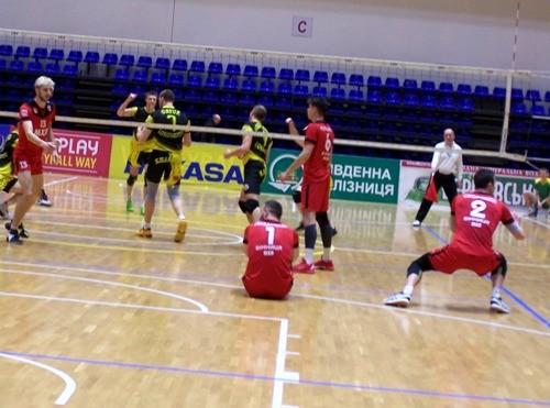 Локомотив вновь единолично возглавил турнирную таблицу
