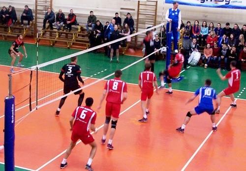 Новатор и Барком победили в первых матчах 1/4 финала мужской Суперлиги