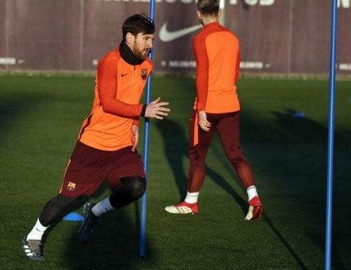 Месси и 10 игроков Барселоны сдали допинг-тест для УЕФА