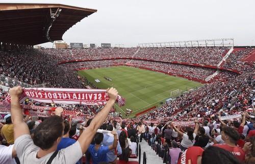 На матч с Севильей прибыло около 3 тысяч болельщиков Баварии