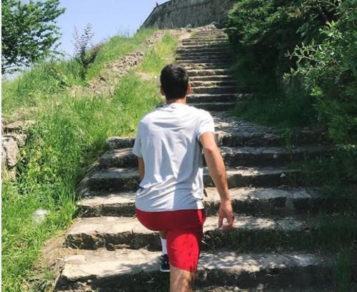 ФОТО ДНЯ. Вместо тенниса Джокович пошел в горы