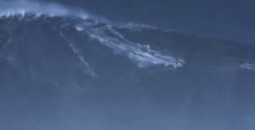 Бразильский серфер установил рекорд по высоте волны