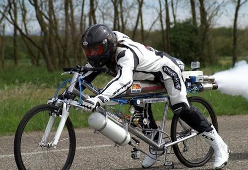 Французский велосипедист разбился на скорости 300 км/ч