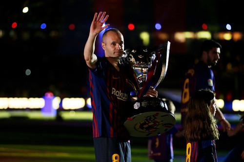 ВИДЕО ДНЯ. Церемония награждения Барселоны