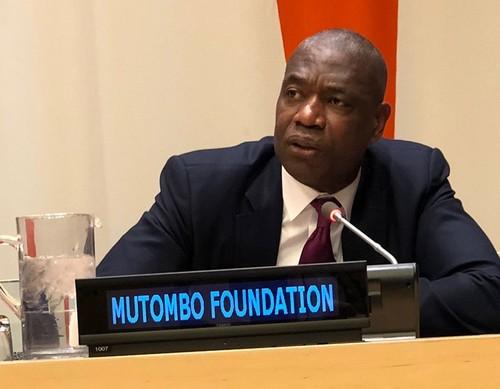 Дикембе Мутомбо наградят за мужество и сострадание