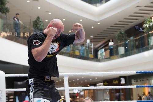 Украинец сразится за мировой чемпионский пояс в весе Александра Усика