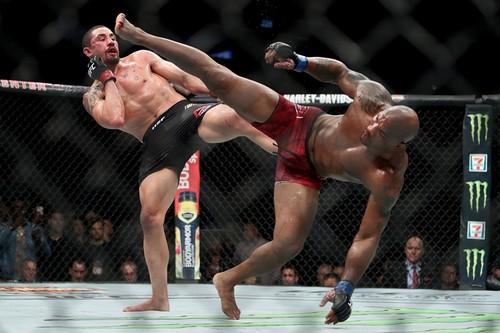 UFC 225. Уиттакер защитил титул чемпиона и другие результаты вечера