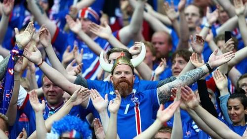 Исландские болельщики спели Калинку
