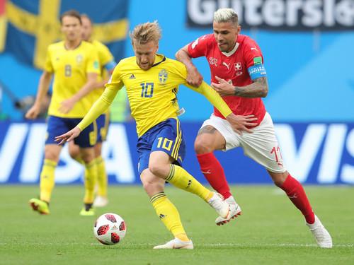 Первая победа Англии по пенальти, юбилей шведов