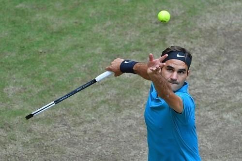 Федерер пробился в 4-й круг Уимблдона и установил рекорд