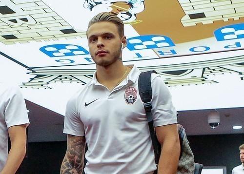 Леднев извинился перед болельщиками за удаление в матче Лиги Европы