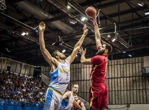 Украина уступила Черногории, конкуренты Зинченко травмировались