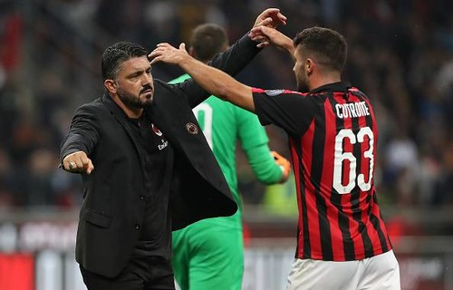 Милан снова потерял очки, Сассуоло обыграл СПАЛ