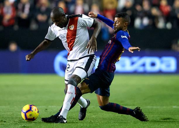 Барселона одолела Райо Вальекано в конце поединка