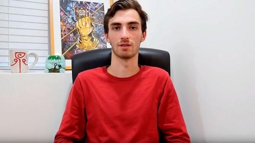 Тренера по Dota 2 обвинили в домогательствах, он делал парню массаж