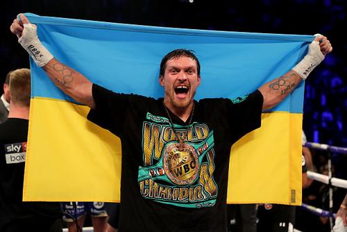 Петр Порошенко поздравил Усика с победой над Беллью